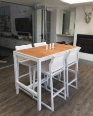 Allux Bar table and stools