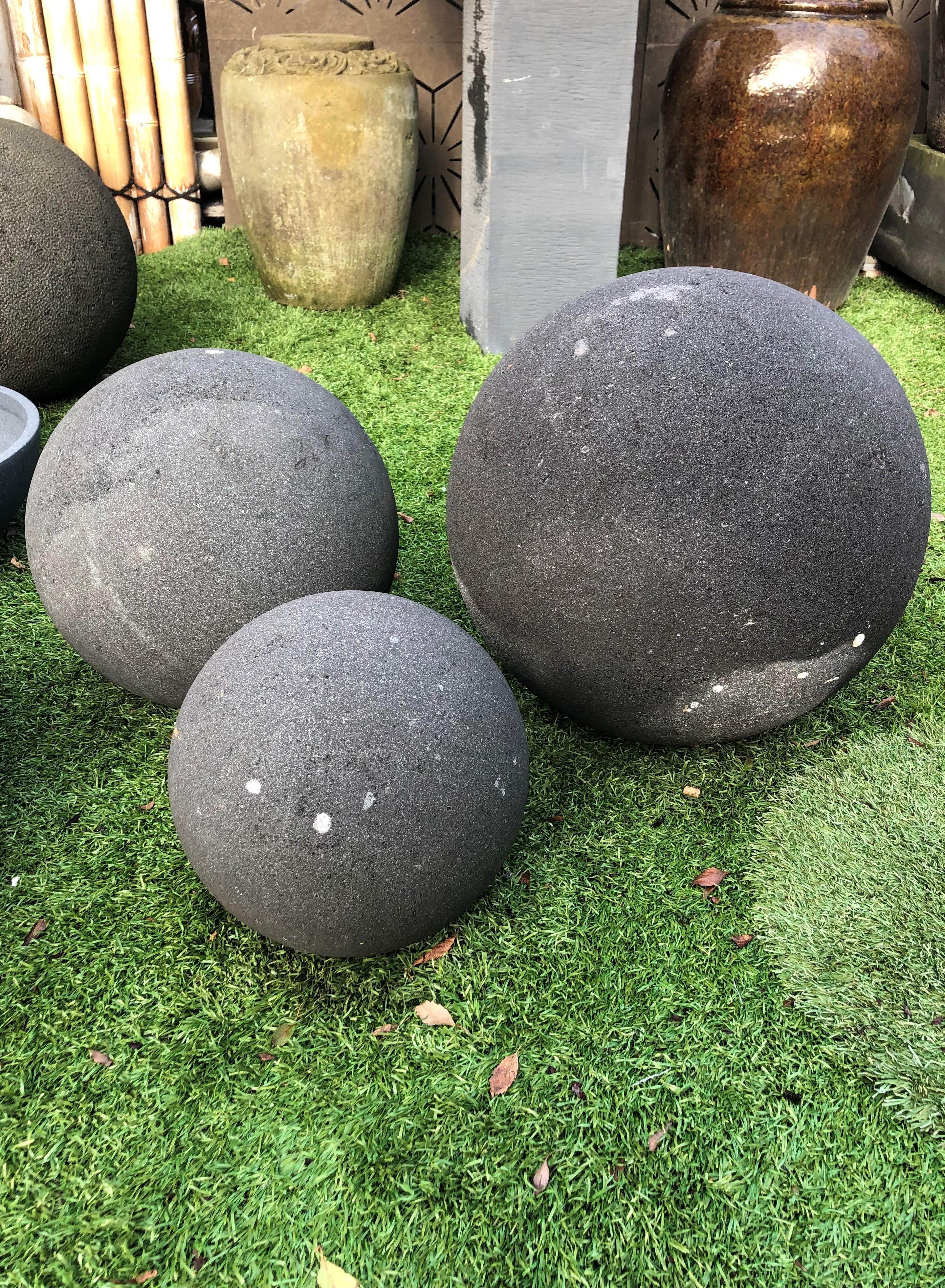 Lavastone Balls Smooth